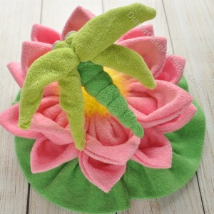 washcloth-water-lily-with-dragonfly